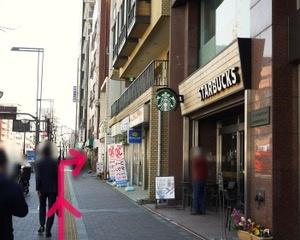 ④スターバックスさんを通り過ぎた先を右に曲がります。うなぎの宮川さんがあるところを右です。
